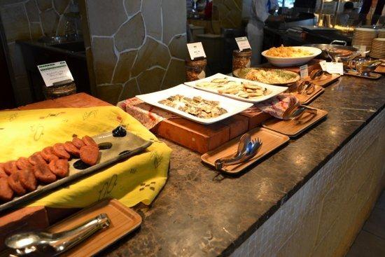 アリビラ 朝食ブッフェ「ハナハナ」