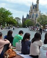東京ディズニーランドパレード待ち