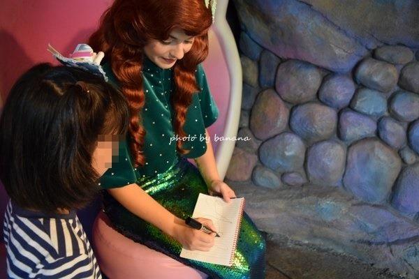 母子2人ディズニー アリエルのサイン