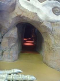 ビッグバン 恐竜の化石の洞窟