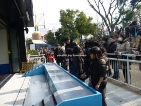 神戸市須磨水族館 アザラシタッチ
