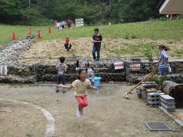 京都市宝ヶ池公園子どもの楽園 自然の道具遊び