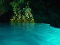 青の洞窟 光ってる